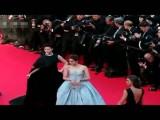 娱乐-20140525-李宇春黑裙霸气现身戛纳《暮光之城》红毯